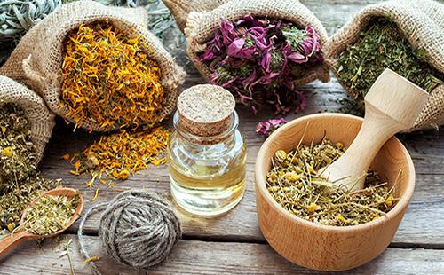 Мешки и емкости с травами и маслами