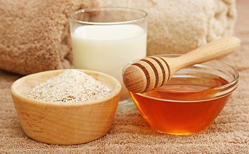 Необходимые ингредиенты — овсянка, сливки и мёд