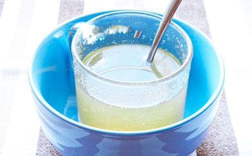Желатин в стакане