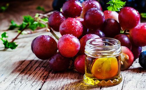 Синий виноград и масло из него