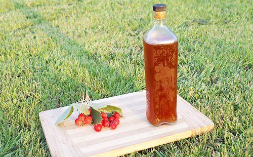 Настойка боярышника в бутылке