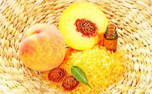 Персики, персиковое масло и соль