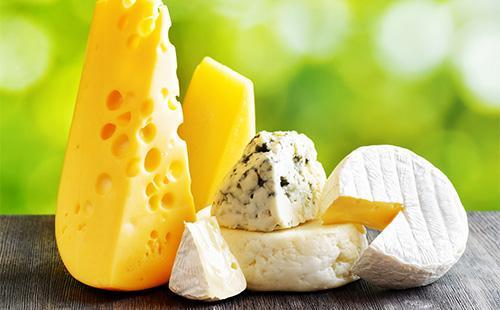 Куски разного сыра