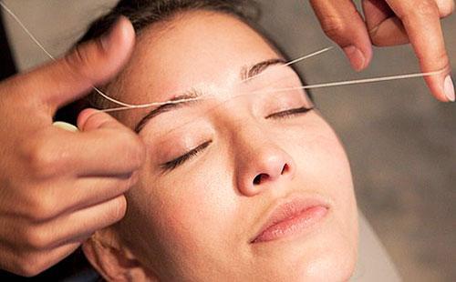 Удаление волос на лице нитками